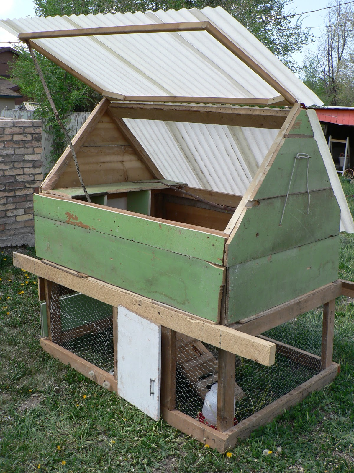 Diy chicken coop bless this mess for Diy movable chicken coop