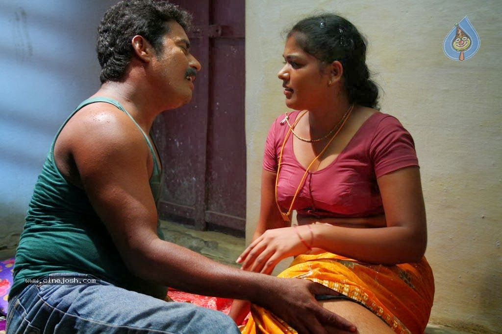 Sexy Babes In Shorts Showing Ass