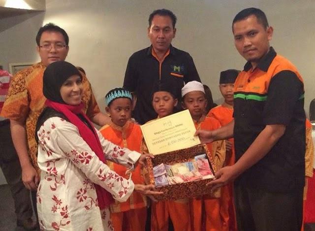 charity atau bantuan pada saat konferensi atau Conference MMM Mavrodi Indonesia Di Depok Pada Tanggal 26 April 2014