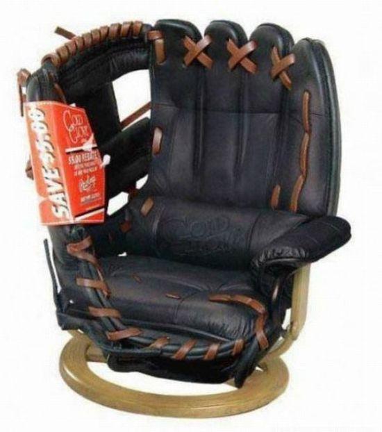 кресло в виде бейсбольной перчатки