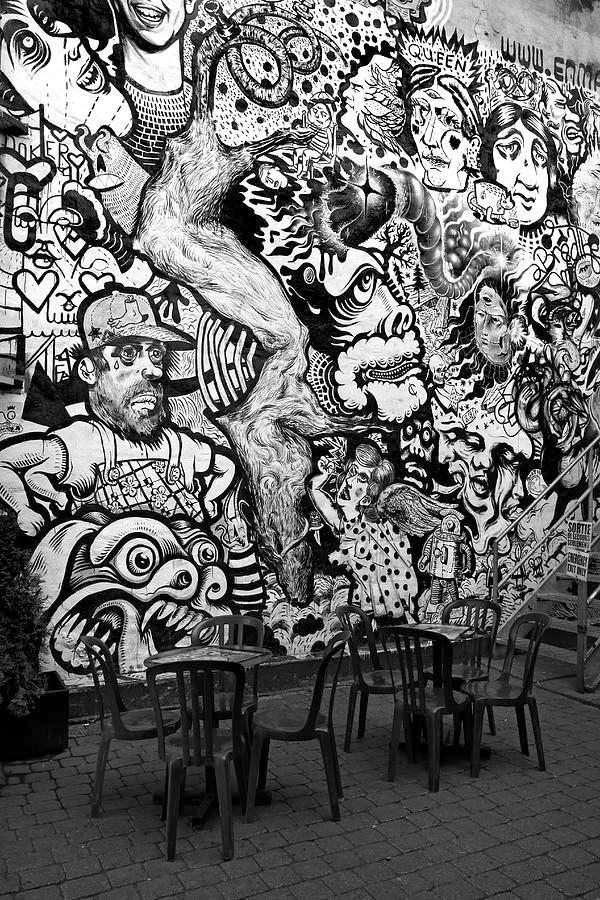 Graffiti Wall: Graffiti wallpaper black and white