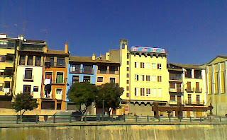 Calle Las Fuentes, de Barbastro (Somontano, Huesca, Aragón, España)