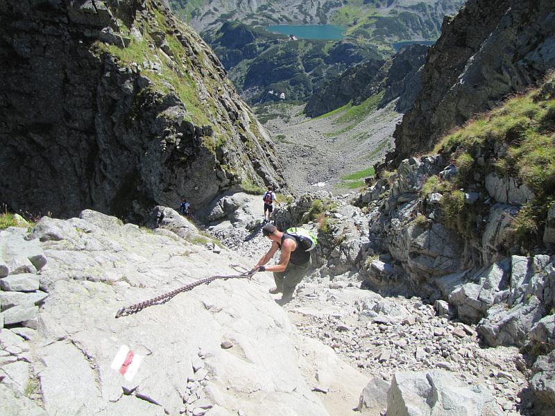 Opuszczamy się na Granacką Przełęcz (słow. Granátové sedlo, 2145 m n.p.m.).