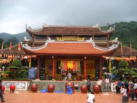 Cho thuê xe đi chùa Yên Tử giá rẻ