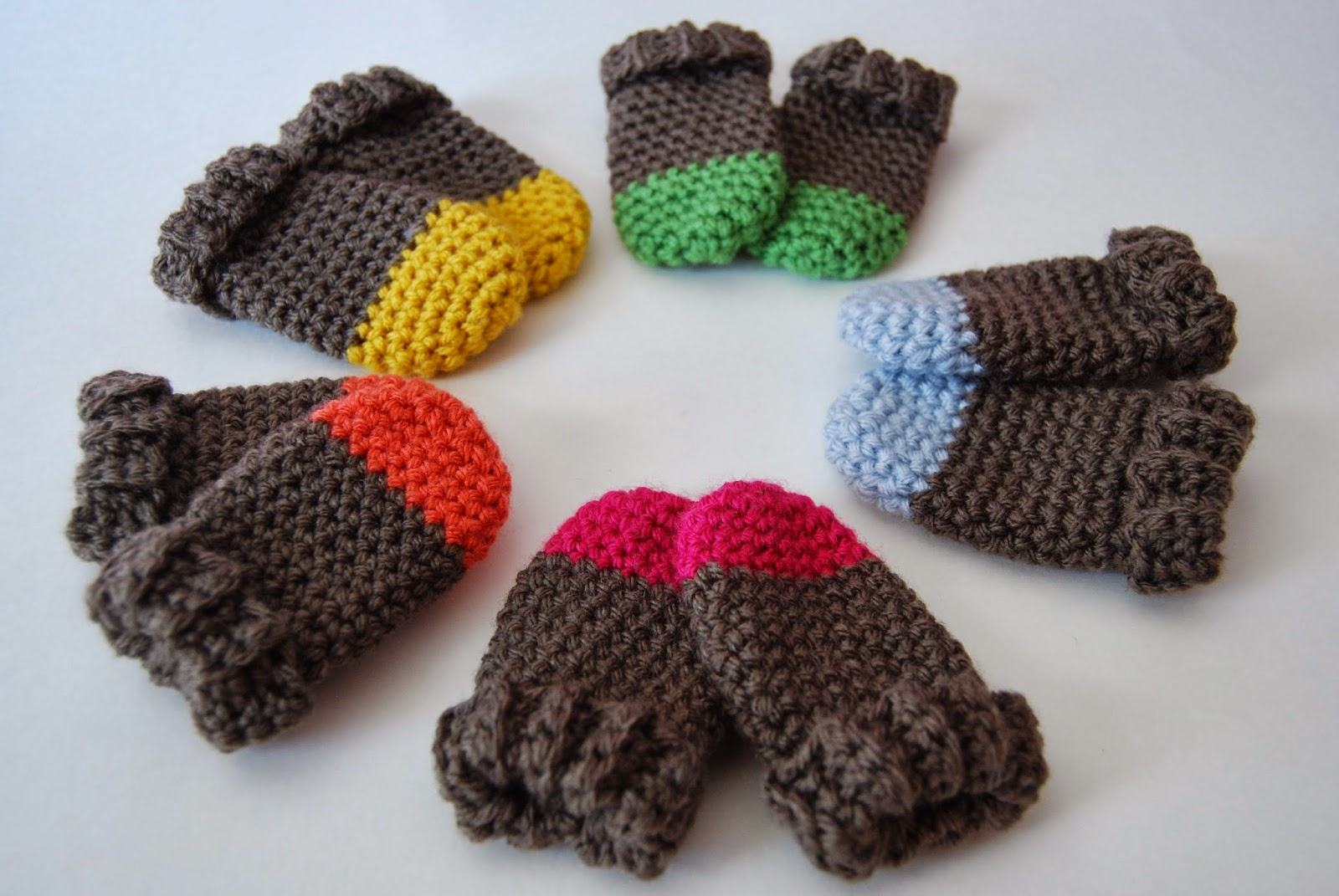 Crochet Baby Gloves Pattern : tangled happy: Free Patterns