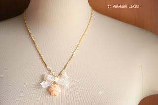 bijou fait main véritable dentelle de calais fleur résine