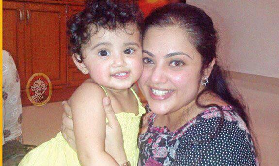 Meena+with+her+cute+kid+child+baby