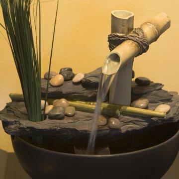 air mancur taman: air mancur bambu sederhana yang menenangkan