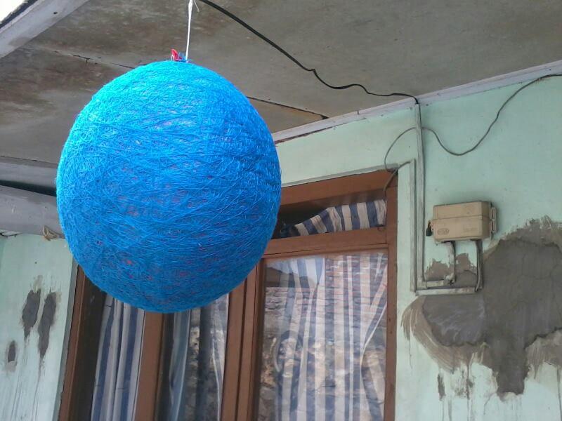Thread Ball atau yang disebut Lampu Benang, merupakan hiasan yang ...
