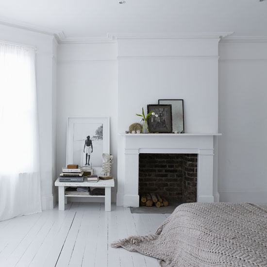painted white floorboards shabby chic style 2012. Black Bedroom Furniture Sets. Home Design Ideas