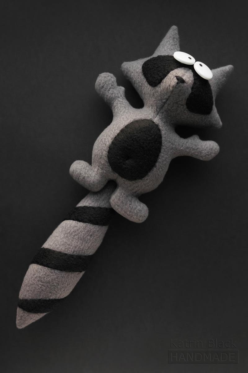 Игрушка своими руками из флиса - енотик с крутящимся хвостом. Заказать.