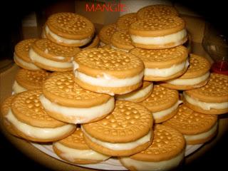 Galletas rellenas de crema pastelera
