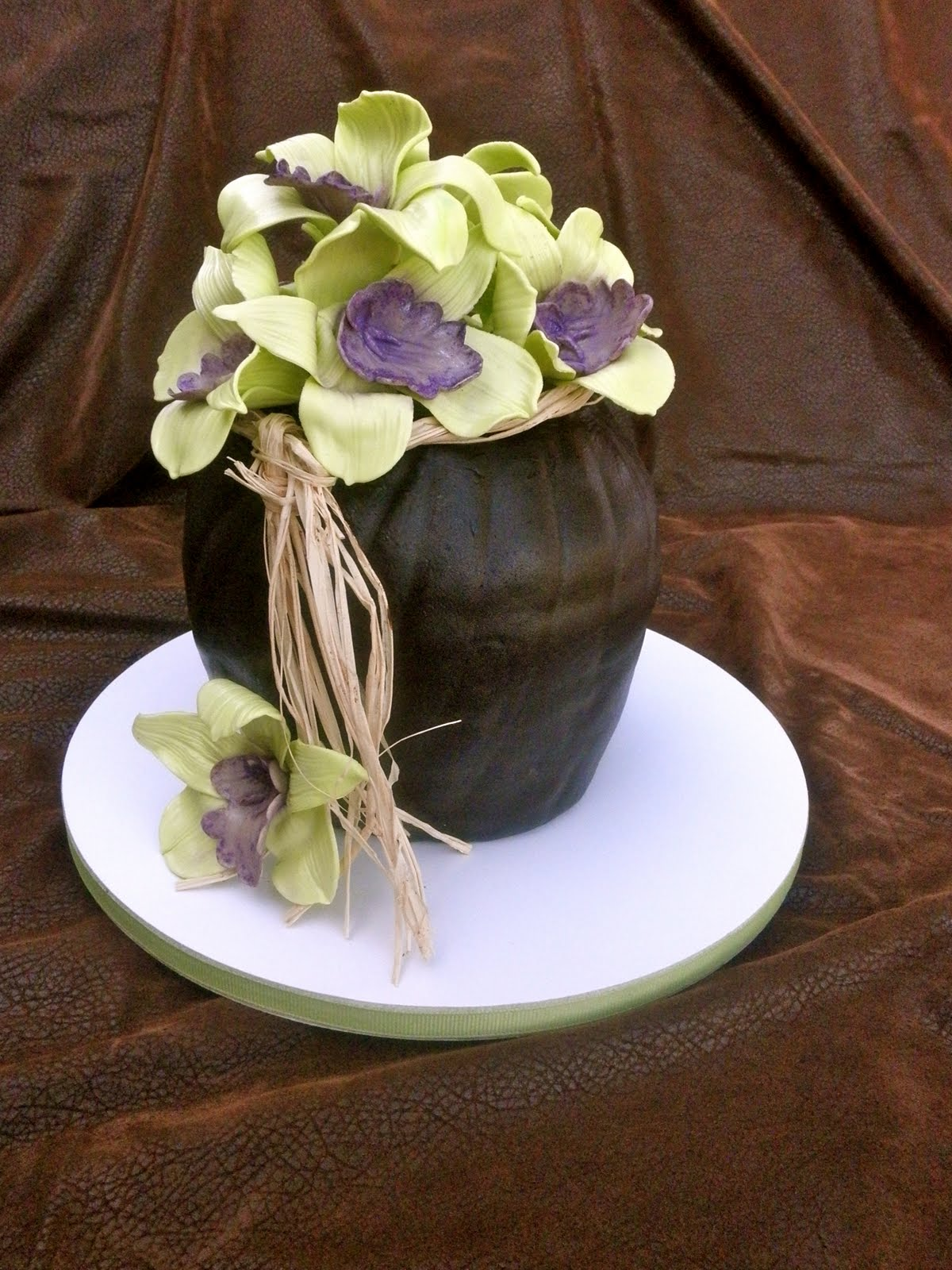 Sweet ts cake design sculpted orchid flower vase birthday cake alicia liked our sculpted flower vase cake we did for fran she wanted a smaller version that would serve 6 people at her moms birthday dinner party izmirmasajfo Image collections
