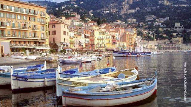 Fachadas sobre el mar en la Riviera de Francia