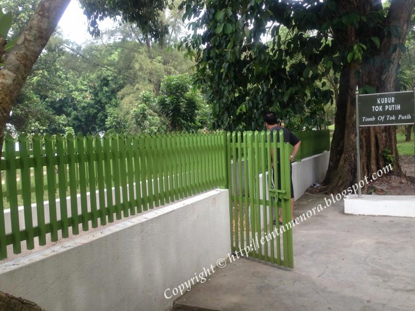 pagar makam tok putih terbuka luas