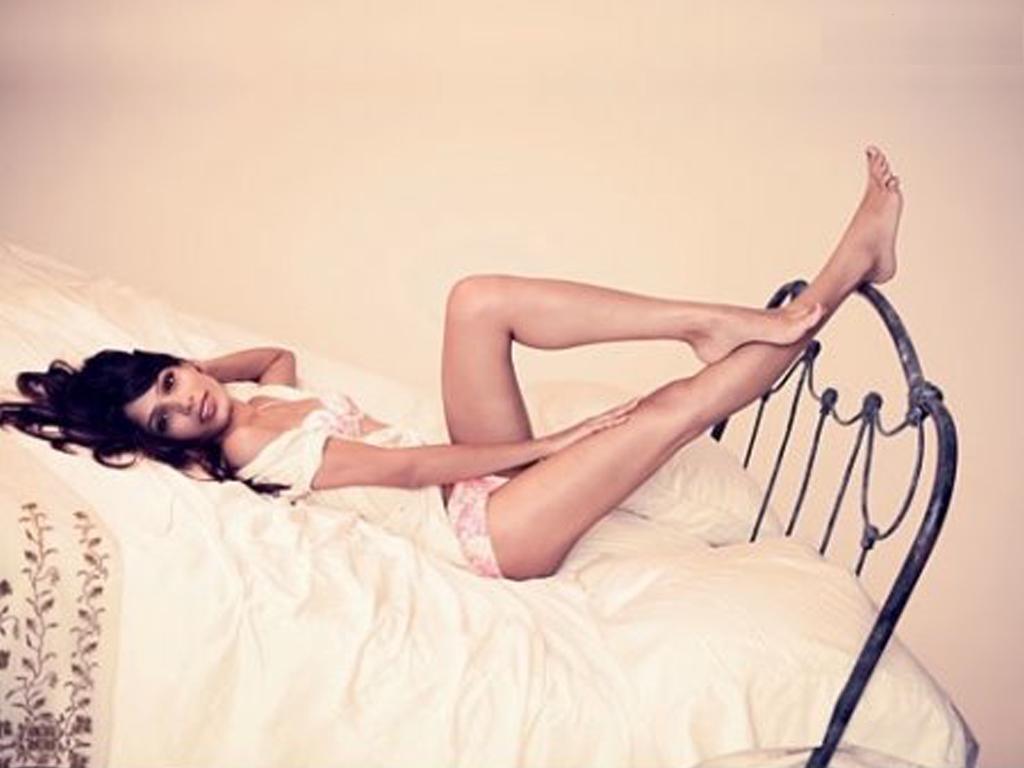 http://2.bp.blogspot.com/-rMexjHaQKSc/TVaAhKpJ0-I/AAAAAAAADew/uEzZk5ZMe2M/s1600/Freida_Pinto_Sexy.jpg