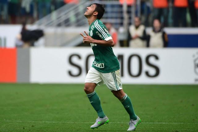 Robinho marcou o segundo gol do Palmeiras no Palestra Itália (foto: Djalma Vassão/Gazeta Press)