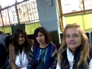 Graciela, Alejandra y Silvana trabajando en la jornada de accesibilidad para blogs.