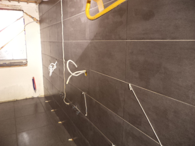 Vloer Betegelen Badkamer : Verbouwing in burst vloeren dag betegelen badkamer