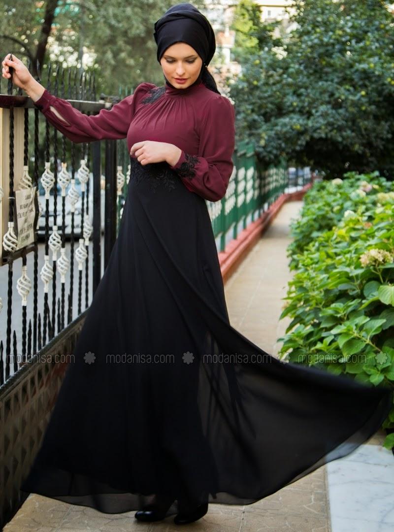 Hijab-robe-noire-et-top-violet