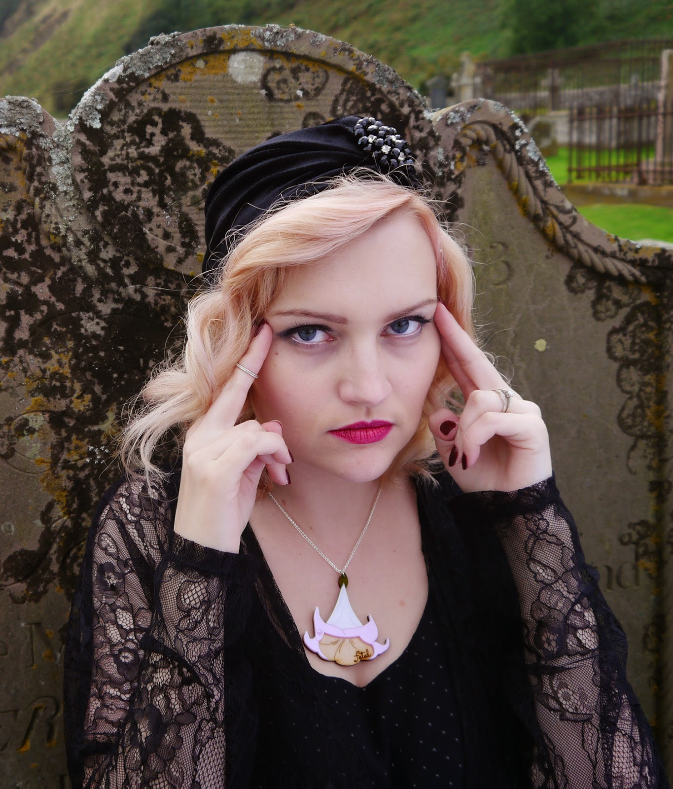 spiritual medium, psychic, the coven, witch, fashion, peach hair, turban, 1920s, flapper, poisonous flowers, scottish bloggers, scotstreetstyle, Kimberley festival,