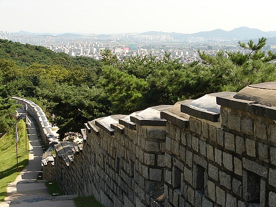FORTRESS WALL OF SEOUL     서울城郭
