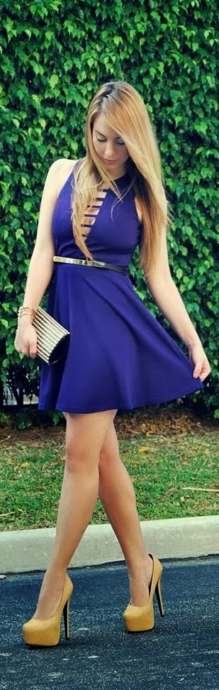 Little Purple Dress With Belt And Gold Color Heel Shoes