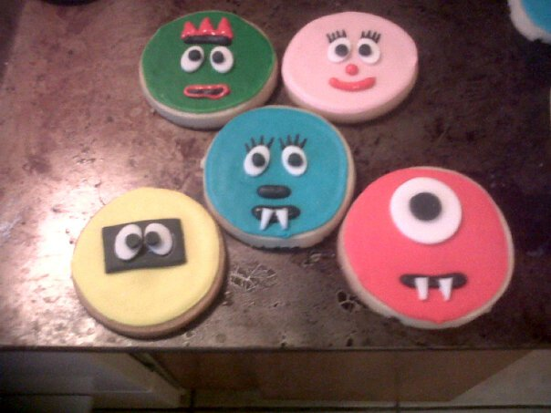 These are a few pics of Yo Gabba Gabba cookies I made last year for  title=