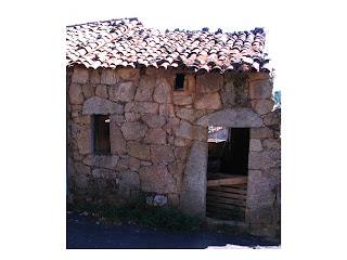 façade d'une maison ancienne à Aullène en Alta Rocca