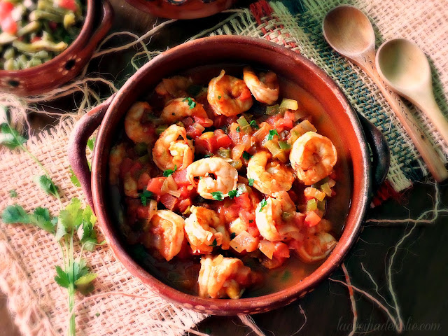 Mexican style shrimp in a spicy tomato salsa - lacocinadeleslie.com