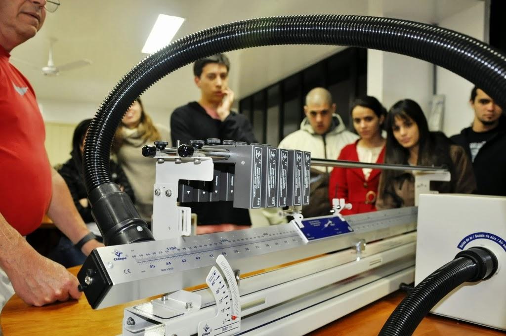 Estudantes observam o Trilho de Ar-MEC reconhece qualidade do curso de Engenharia Ambiental do UNIFESO Teresópolis