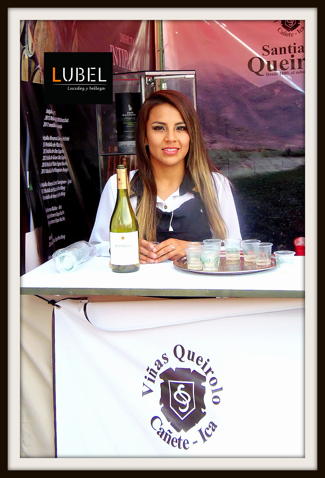 Anfitriona Lubel en stand de Santiago Queirolo en Festisabores Arequipa