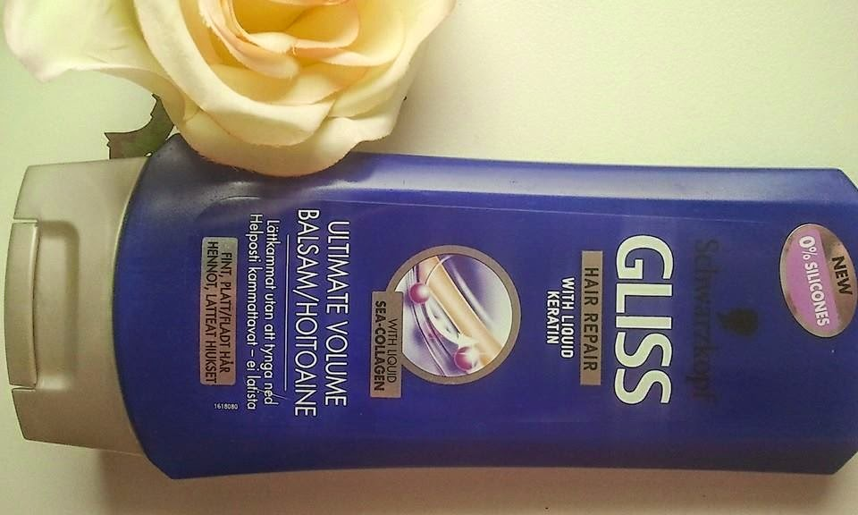 Gliss-Kur-Ultimate-Volume-Hair-Conditioner-with-a-rose-on-my-table