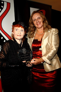 Barbara Krafftowna receives 2012 Modjeska Prize from Maja Trochimczyk