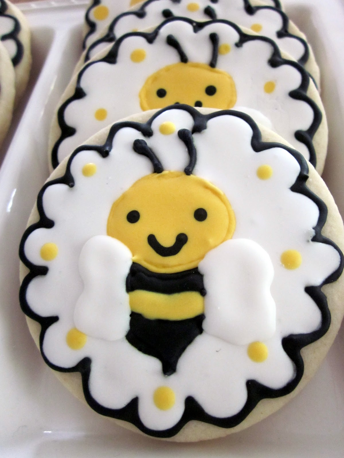 darlin u0026 39  designs  bumble bee cookies