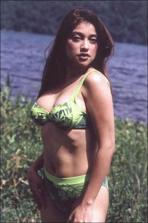 10. Foto seksi Sarah Azhari: Bikini