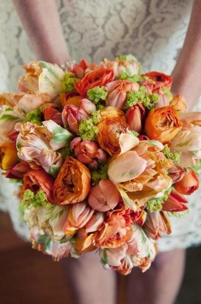 kompakt tulpanbukett, kompaktbukett, compact bouquet with tulips, compact bouquet,