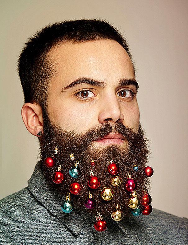 Convierte tu barba en un árbol de Navidad con estas adornos para barba