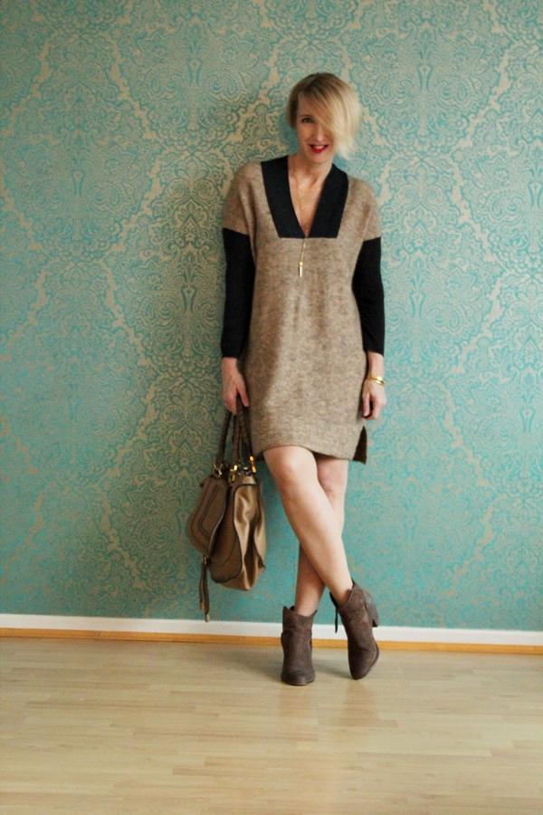 Outfit: Strickkleid mit Stiefeletten