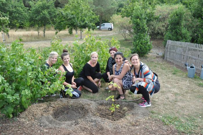 Yves Rocher Blogger Event - Pflanzen von Johannisbeeren Sträuchern im La Gree des Landes Eco & Spa Hotel