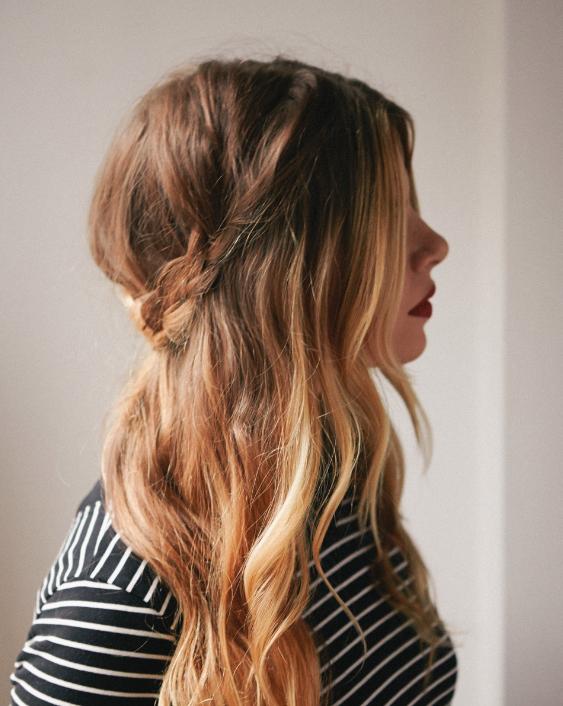 Dolgi lasje spleteni v polkrono