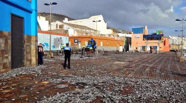 Peligros por viento y olas en Las Palmas de Gran Canaria