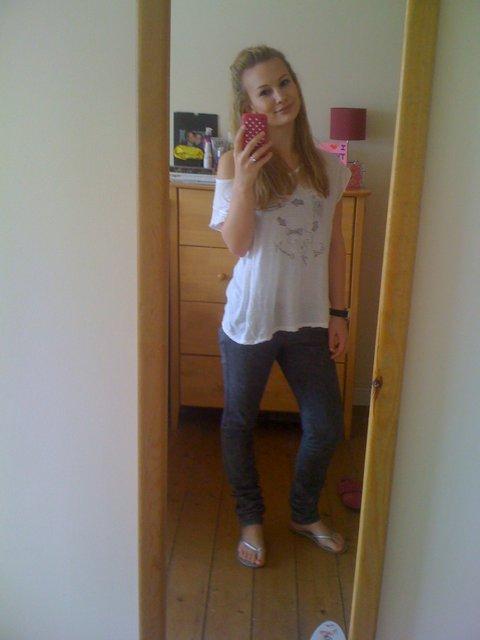 Teen girl in jens and flip flops