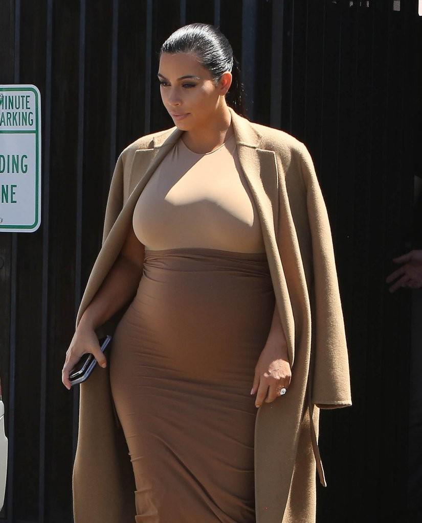 Große Brüste Hot Babe Kim Kardashian engen Titten