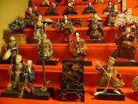 東北地方の雛人形で下段に縁起の好い「七福神」が飾られていて珍しい雛飾りであった。
