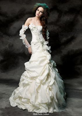 http://2.bp.blogspot.com/-rQlMSVnmfTQ/TWSM4F9Di5I/AAAAAAAAALU/WX9yadxYxGg/s1600/maria_karin_couture_2011_wedding_dress.jpg