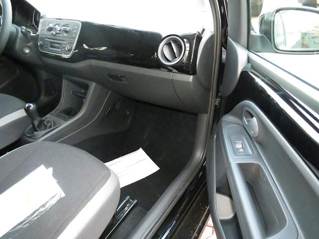 Volkswagen up! 2016 - acabamento interno