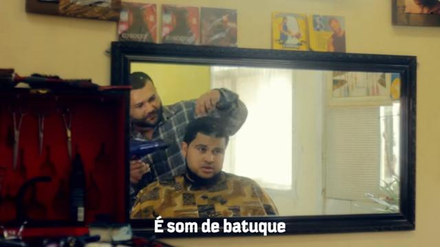 """Raphão Alaafin soltou um action vídeo bem diferente para a faixa """"Calma Calma""""."""