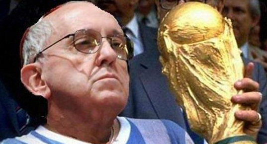 El PAPA Francisco es es UNICO argentino que puede levantar una copa