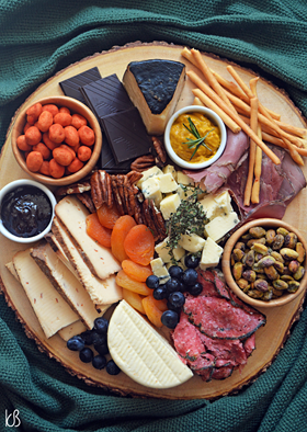 Mais uma tábua de queijos e frios improvisada